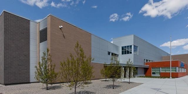アーネスト・マニング・ハイ・スクール Ernest Manning High School