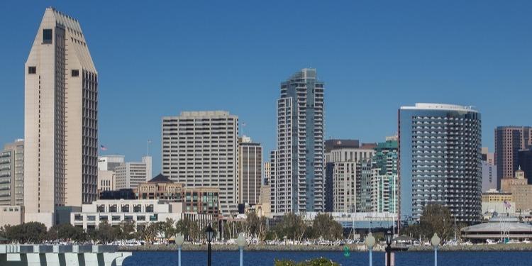 学生社会人シニア大人むけ短期長期語学留学 アメリカカリフォルニアサンディエゴ 語学学校 San Diego ビル街並み