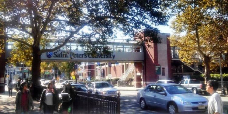 中高生むけ 15才以上夏休み留学 アメリカ・ニューヨーク CEA認可英語コース+マンハッタンでアクティビティ 大学学生寮に滞在し安心安全 FLS International Discover New York 大学キャンパス