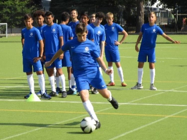 イギリス・チェルシーFC財団による英語+サッカーレッスン