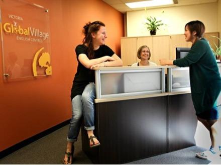 大学生 専門学校生 夏休み短期語学留学 カナダ ビクトリア 一般ビジネス英語 IELTSケンブリッジ対策 ホームステイレジデンス ヨガファームステイワインチーズカヤック Global Village