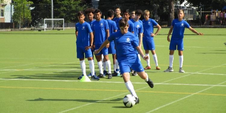 小中高校生の夏休み短期留学 イギリス・チェルシーFC 英語+サッカー アクティビティ