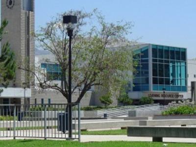 大学生 専門学校生 夏休み短期語学留学 アメリカ ロサンゼルス 英語レッスンTOEFL対策 ホームステイ FLS Citrus Collegeシトラスカレッジ