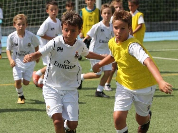 スペイン・レアル・マドリード財団によるサッカーレッスン+語学レッスン