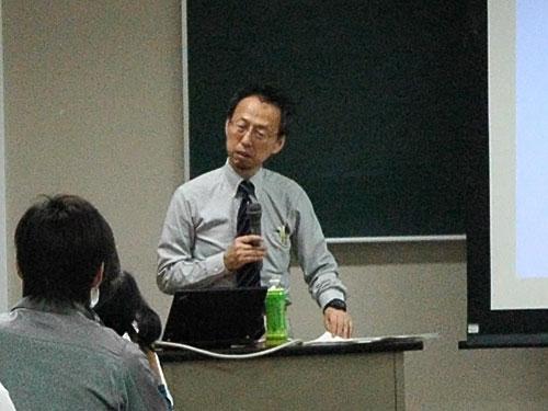 講師の堀川悦夫先生