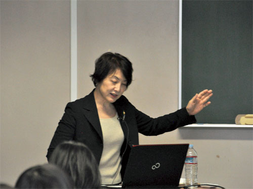 講師の由利禄巳先生