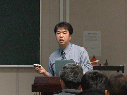講師の渡部雄一先生