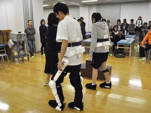 ロボットスーツのデモ