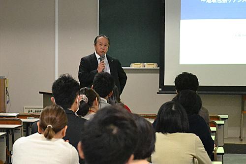 講師の江藤先生