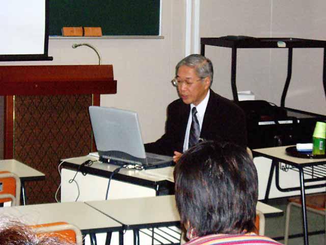 講師の小江俊行先生