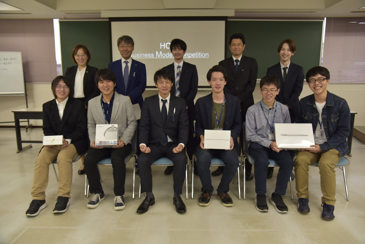 最優秀賞を受賞したチーム「#(シャープ)」