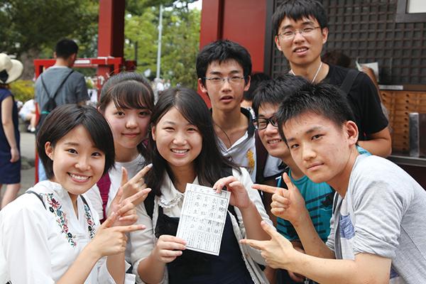 アクティビティで留学生と協力して課題を達成。仲良くなれた。