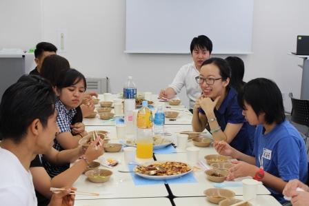 中華料理を食べながら懇談