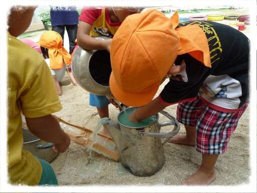 風、水、土、砂...自然と3間(時間・空間・仲間)が保障され、どの子も心を開放し没頭する