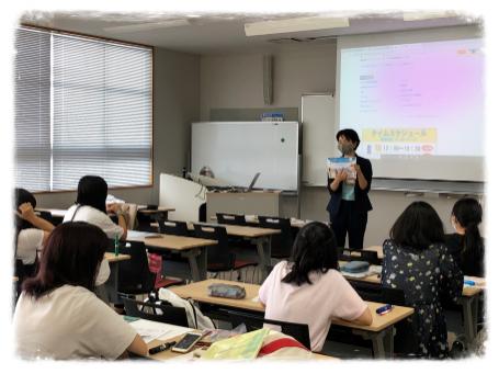 沖縄女子短期大学の就職支援の一コマ