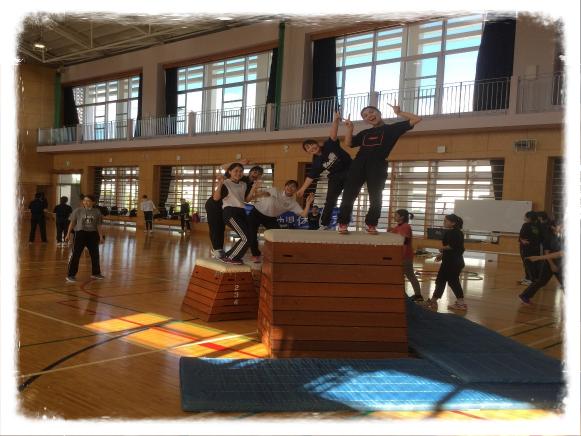 沖縄女子短期大学主催「幼児体育講習会」での1コマ