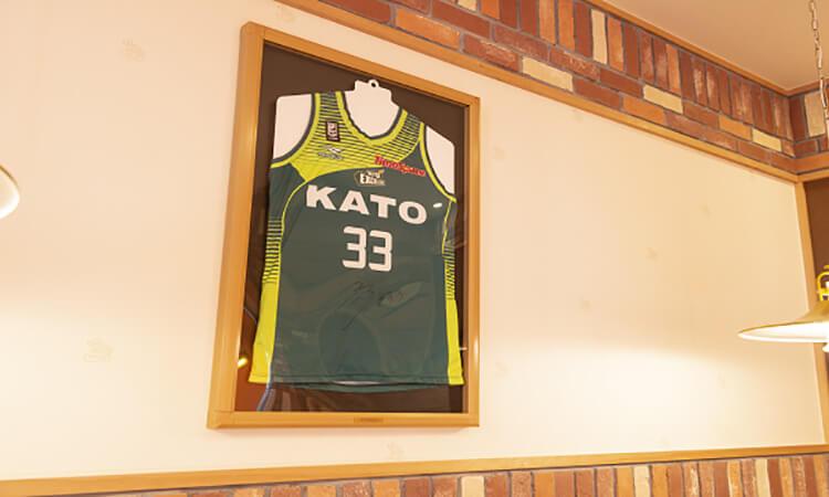 コメダ珈琲店内には、選手のユニフォームが!
