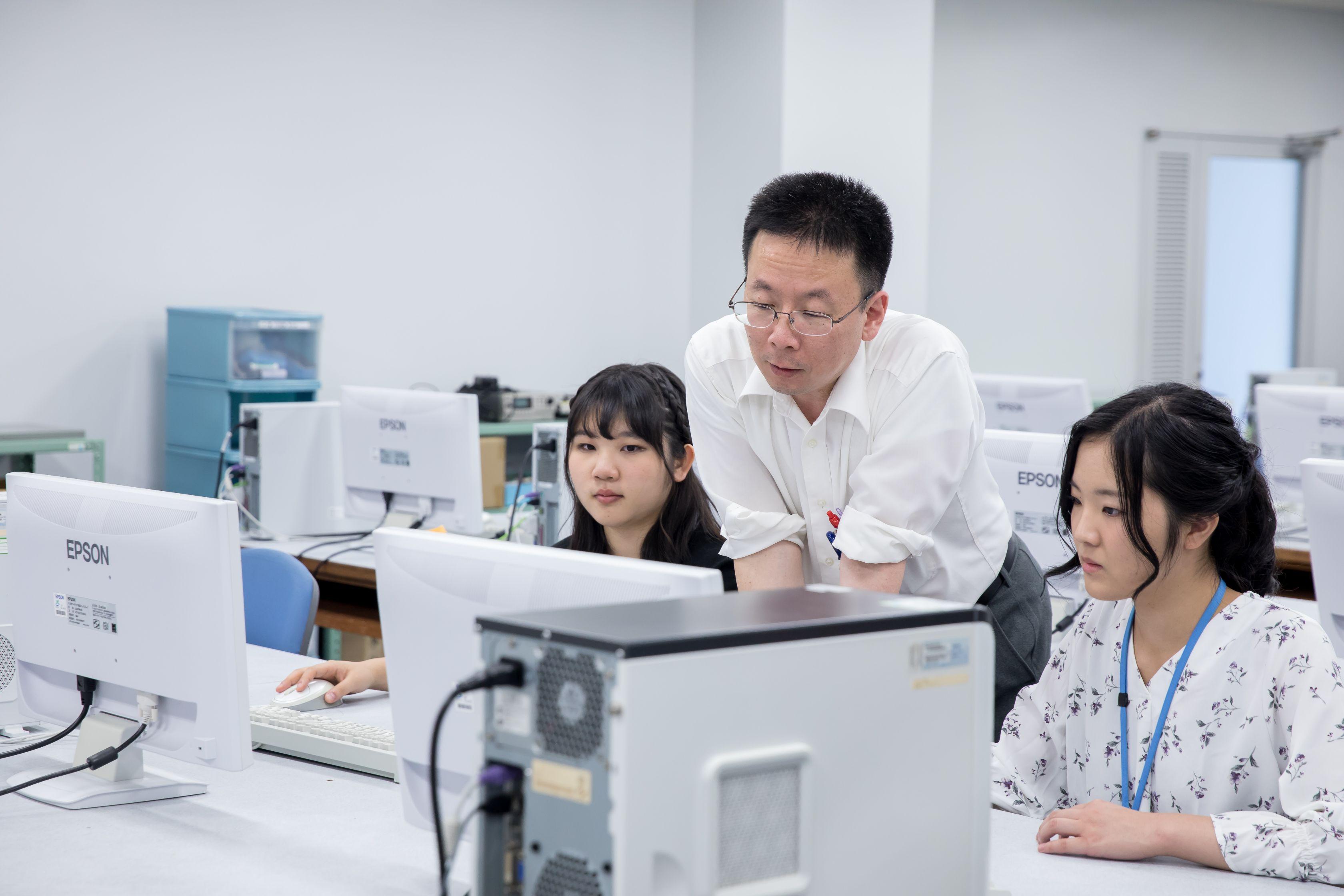 情報電子機械科授業風景02