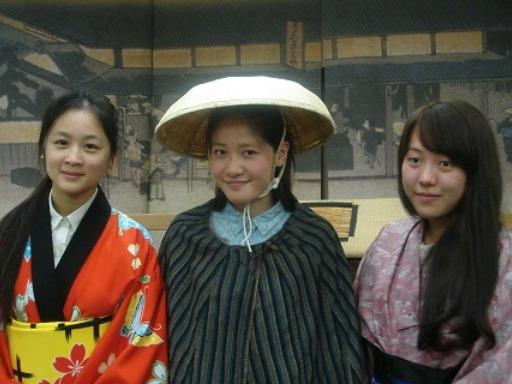 袴姿の留学生(彦根城まつり)