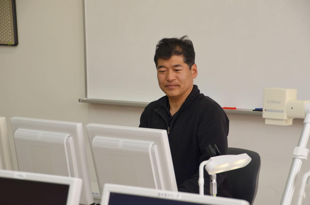 コンピュータ関連の授業を担当しています