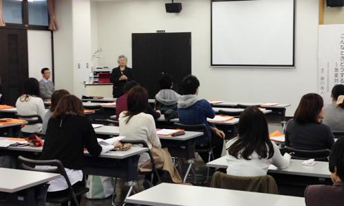 筒井学長から卒業生へあいさつ