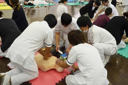 AED到着しました!学生によるチーム蘇生