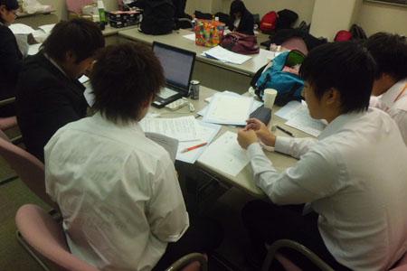 本部:グループリーダーが、運営状況の把握とアンケート入力