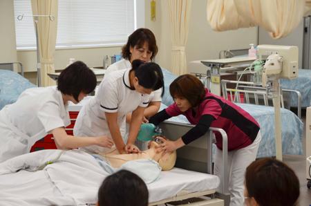 二次救命処置はチーム医療-学生も応援参加