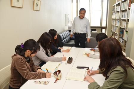 研究室で自主勉強会を開催