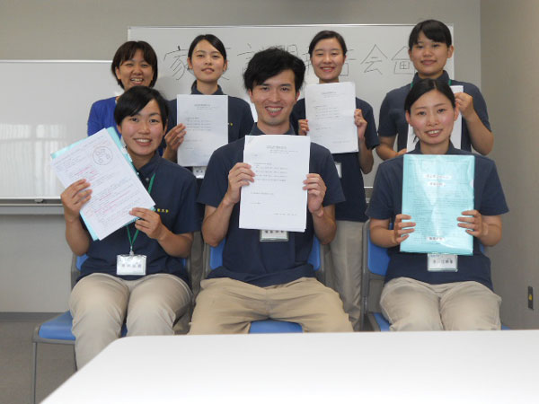 報告会が終了し笑顔の学生